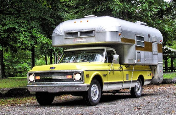 Chrvorlet Truck Silver Streak Camper